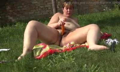 A girl with a big ass masturbates her hairy pussy with a carrot